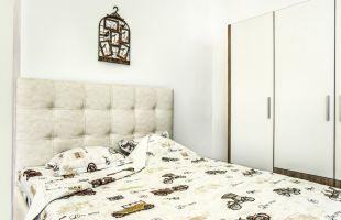 Спален комплект EL CONDOR PASA; Материал: ПДЧ+EKO KOЖА; Спалня: 160/200 см.; Гардероб:208/200/60 см.; Подматрачна рамка: 160/200 см.; Повдигащ механизъм; Матрак; 160/200 см.